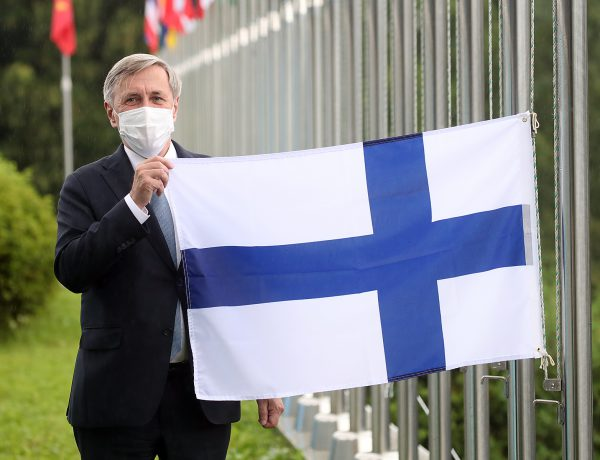 Ambassador Eero Suominen hoists the flag of Finland at the International Vaccine Institute after the country becomes the international organization's 36th member state following an Accession Ceremony.