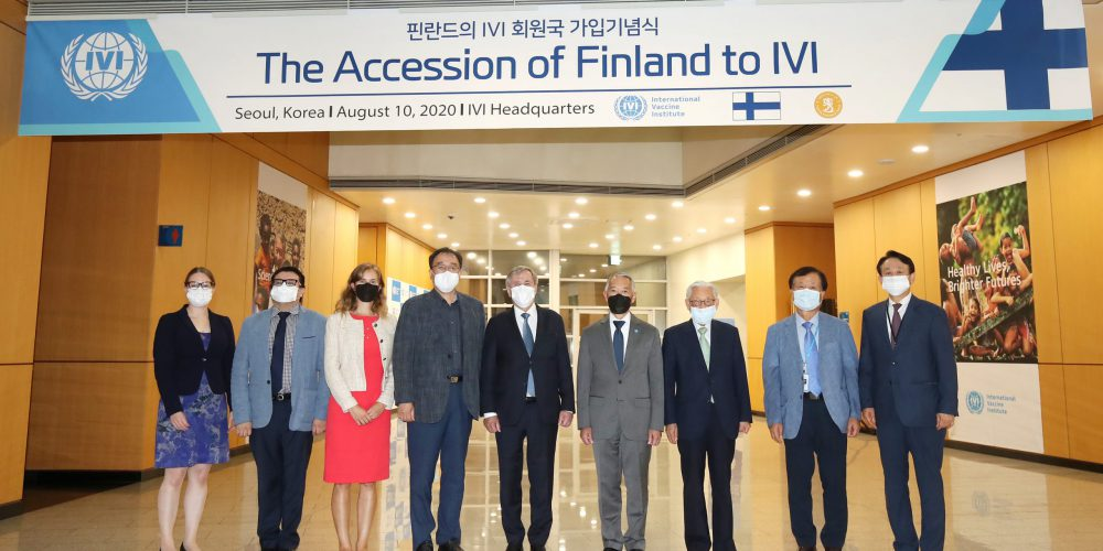 Group photo commemorating Finland's accession to IVI.